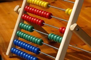 Ein Rechenschieber als Sinnbild für das Berechnen eines Barfplanes