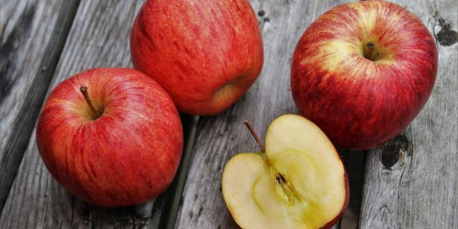 ein Bild von ein paar Äpfeln
