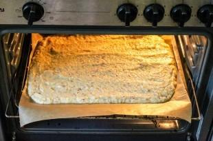 der Teig kommt in den Ofen