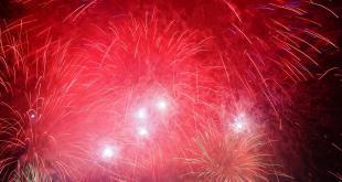 ein Feuerwerk mit Dunst